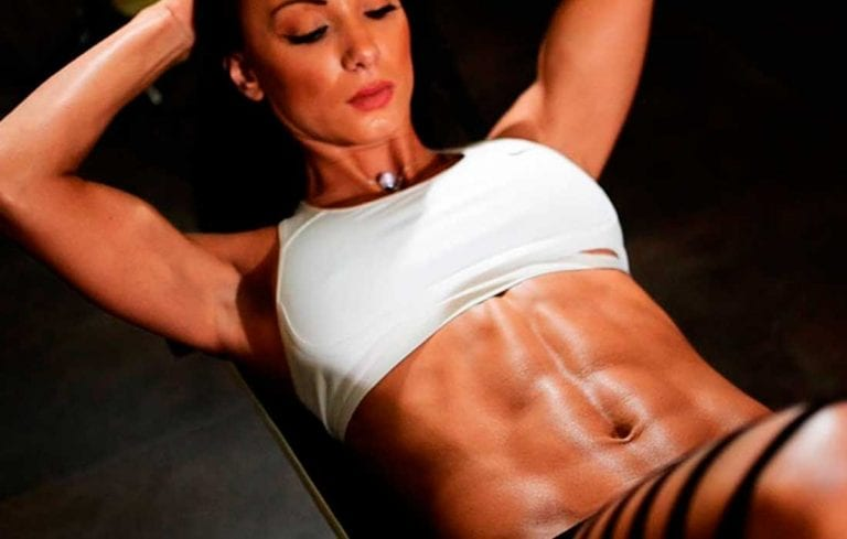 Tres ejercicios ideales en casa para fortalecer el abdomen