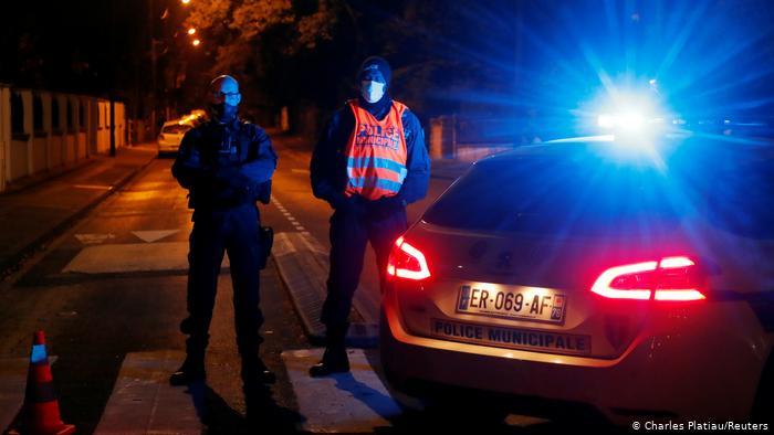 desalojan fiesta en Francia