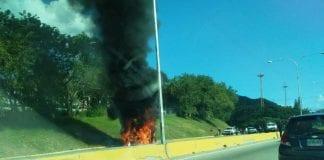 Incendio de vehículo en Lomas del Este - Incendio de vehículo en Lomas del Este
