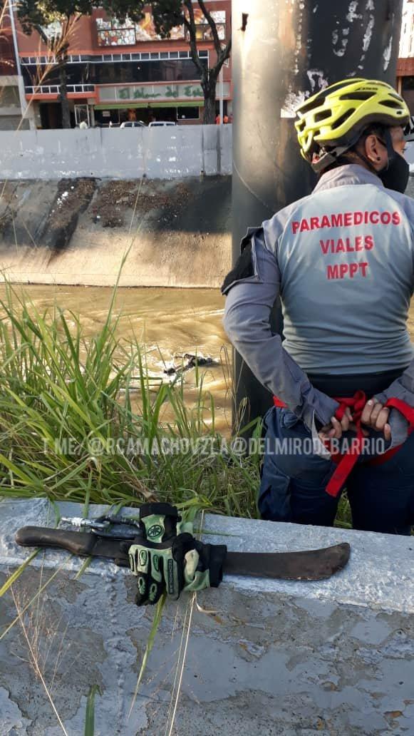 cuerpo de hombre en el río Guaire