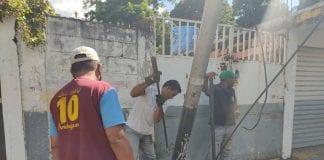 Poste en la urbanización Las Palmeras – poste en urbanización Las Palmeras