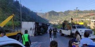 Camión volcado en Tazón – camión volcado en Tazón