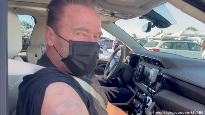 Arnold Schwarzenegger se vacunó contra Covid-19