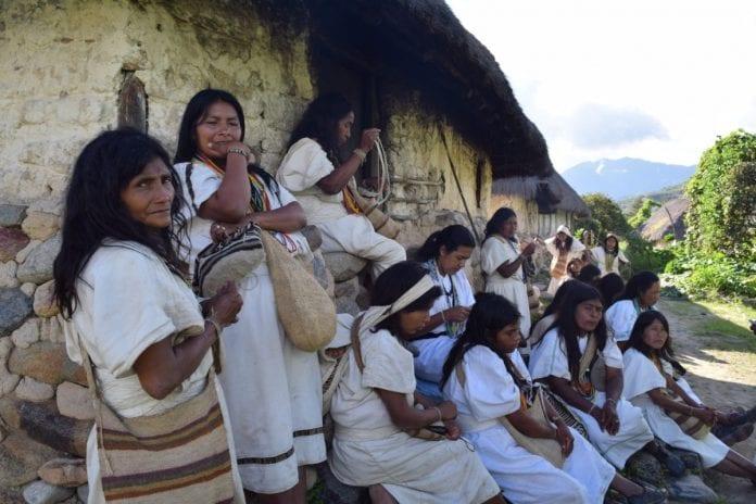 Indígenas reclaman igualdad en administración de la vacuna