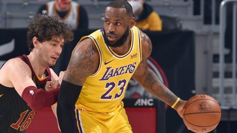 LeBron James preservó invicto de los Lakers como visitantes al batir a Cleveland