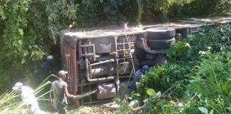 Autobús Transmiranda se volcó vía Tacarigua