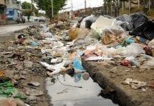 Bote de aguas negras y basura en Los Bucares - Bote de aguas negras y basura en Los Bucares