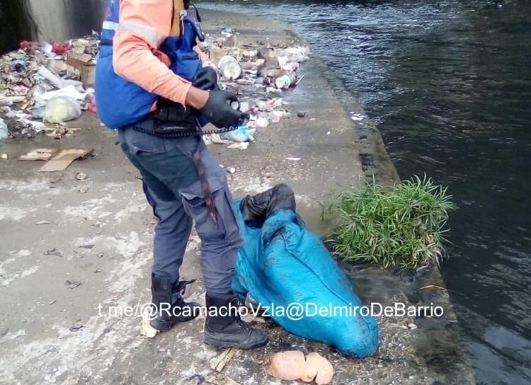 Cadáver en el Río Guaire - Cadáver en el Río Guaire