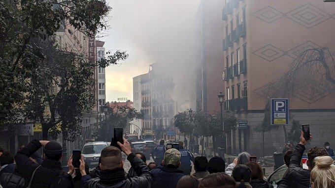 ¡Extra! Explosión en Madrid destruye tres pisos de un edificio