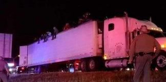 migrantes venezolanos escondidos en un camión