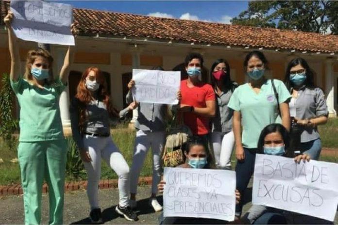 Estudiantes de odontología exigen reinicio de clases - Estudiantes de odontología exigen reinicio de clases