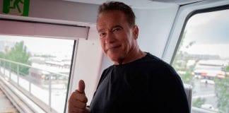 Arnold Schwarzenegger se vacunó