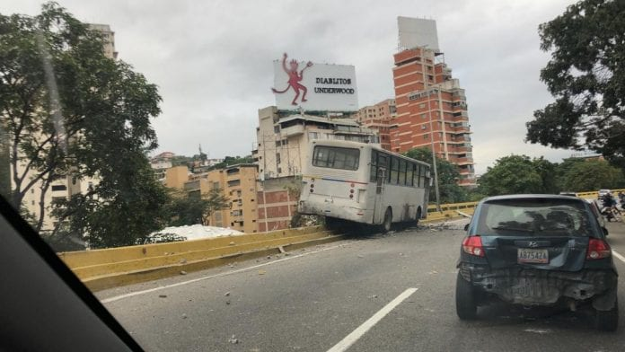 Accidente vial en autopista Valle-Coche - Accidente vial en autopista Valle-Coche