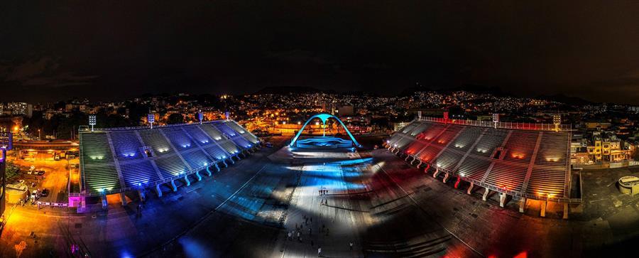 Iluminan Sambódromo de Río de Janeiro