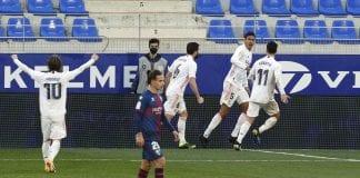 Raphael Varane marcó un doblete real madrid
