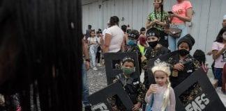 Niños disfrazados de FAES - Niños disfrazados de FAES