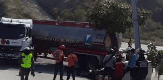Gandola de gasolina chocó contra vehículos