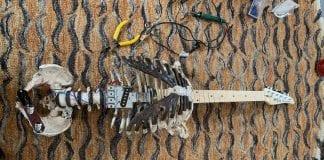 guitarra eléctrica con un esqueleto - guitarra eléctrica con un esqueleto