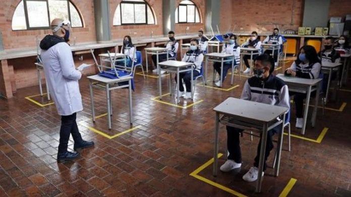 Bogotá reabre colegios privados