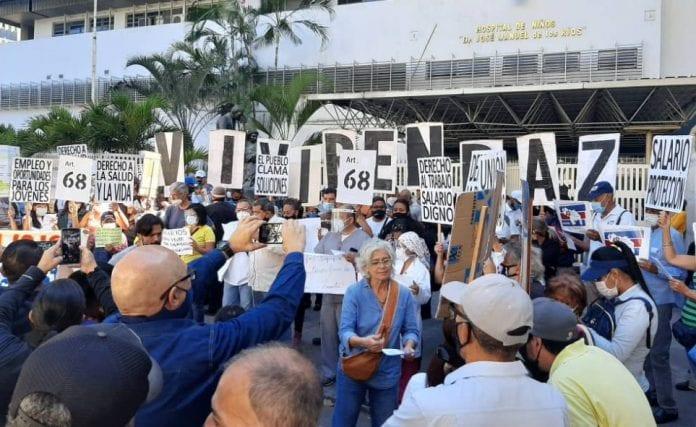 Sector salud protesta frente J.M Los Ríos - Sector salud protesta frente J.M Los Ríos