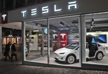 Tesla invierte en Bitcoin