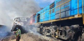 Choque entre un tren de carga y autobús en Chile