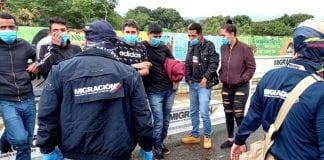Colombia expulsa a siete venezolanos