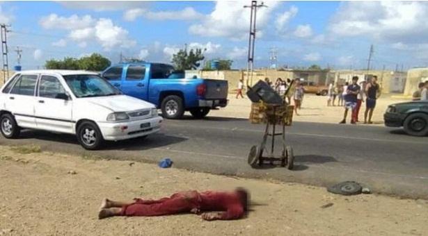 Hombre muere arrollado cuando cargaba agua