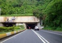 Dos muertos al caer una gandola de harina autopista caracas-la guaira