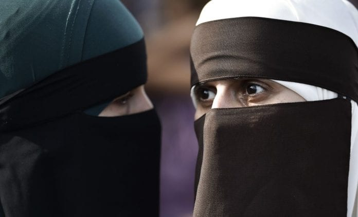 Suiza prohíbe el burka - Suiza prohíbe el burka