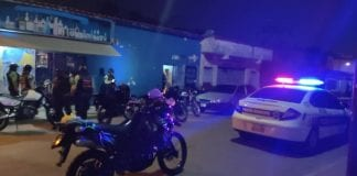 Policías cierran locales en Valencia - Policías cierran locales en Valencia