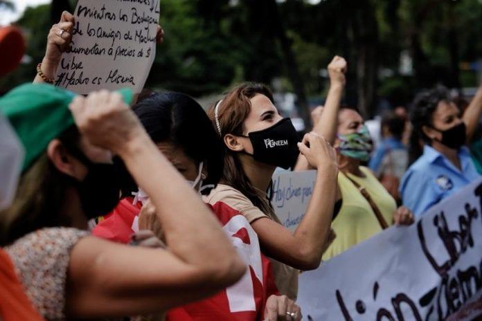 Mujeres protestan en Caracas - Mujeres protestan en Caracas