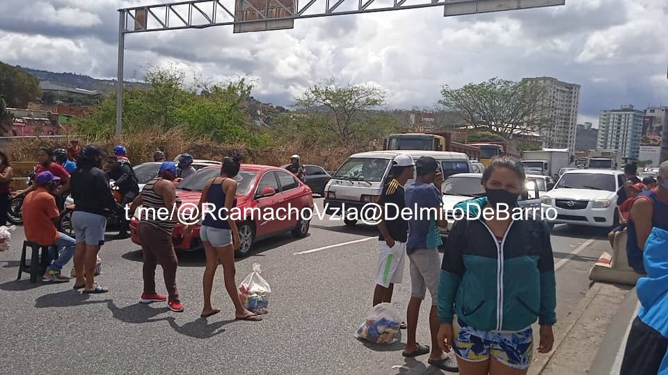 Protesta en autopista Francisco Fajardo