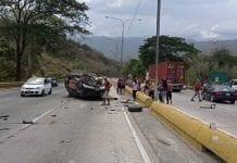 Accidente vial en la Valencia-Puerto Cabello - Accidente vial en la Valencia-Puerto Cabello
