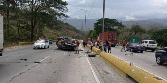 Accidente vial en la Valencia-Puerto Cabello - Accidente vial en la Valencia-Puerto Cabello