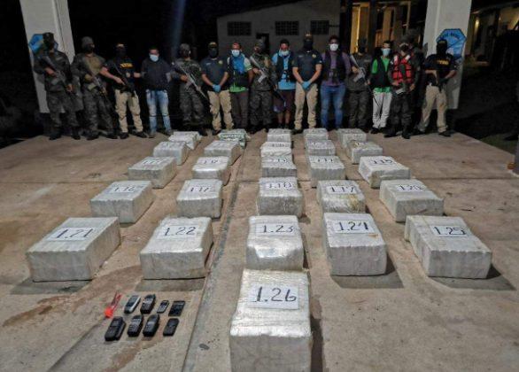 Cuatro venezolanos y un colombiano con cocaína