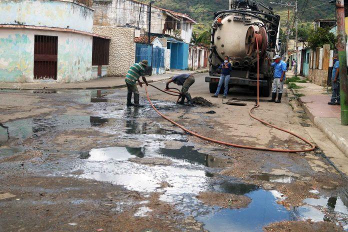 Tubería de aguas servidas en Samanes Triunfo