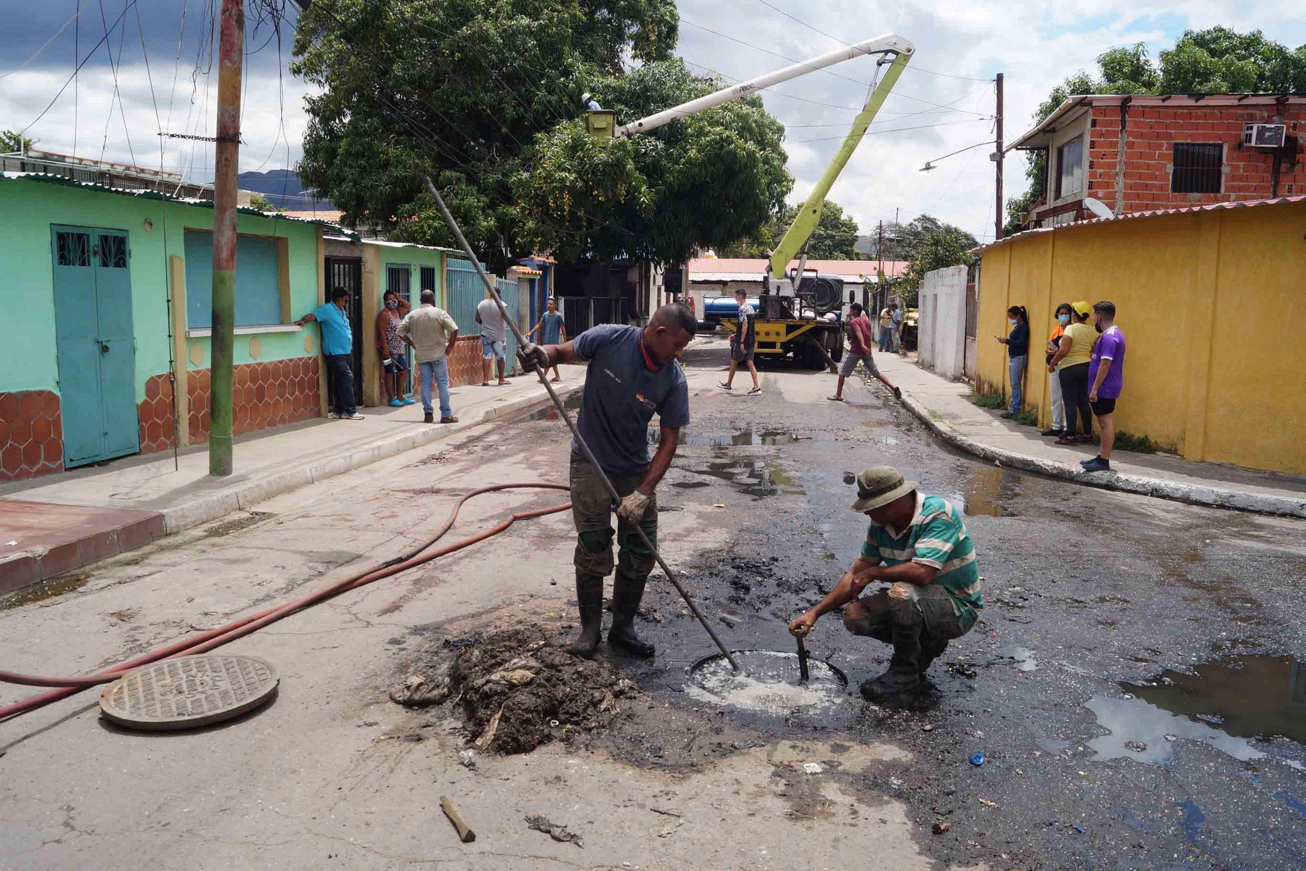 Tubería de aguas servidas en Samanes Triunfo - naguanagua