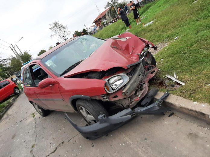 Embistió a ladrones y destrozó su auto para evitar asalto a su suegro - Embistió a ladrones y destrozó su auto para evitar asalto a su suegro