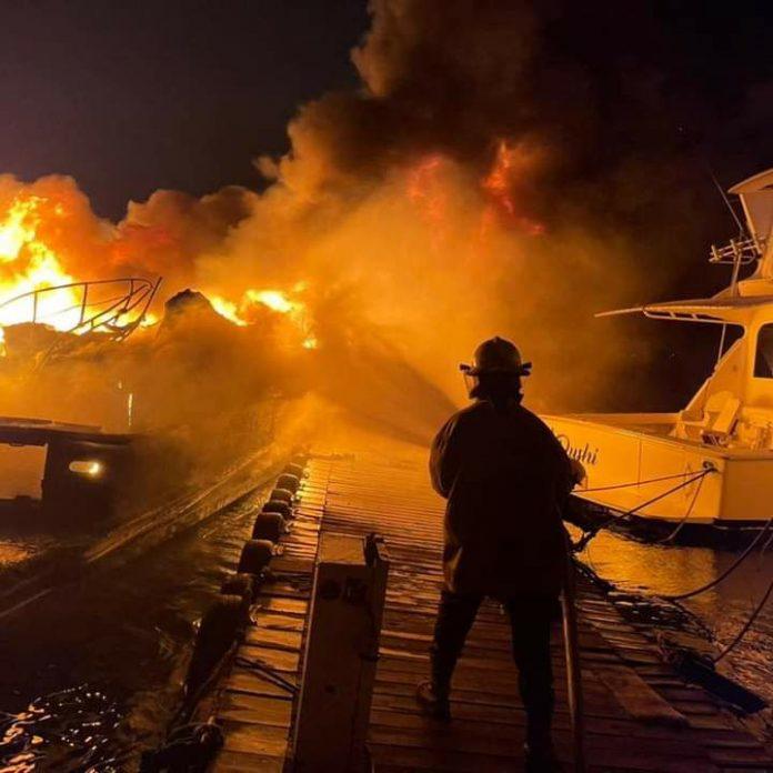 Incendio en la marina de Puerto Cabello