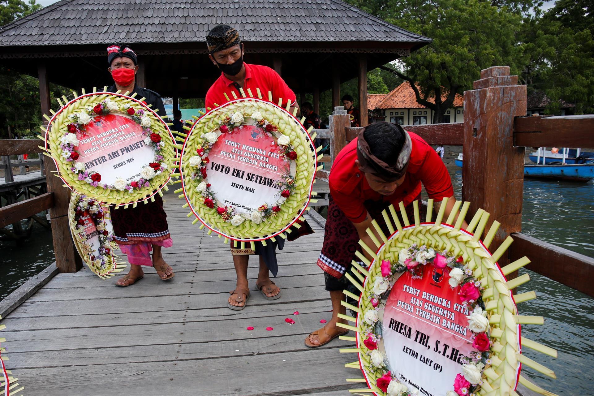 Indonesia rinde tributo a tripulación del submarino - Indonesia rinde tributo a tripulación del submarino
