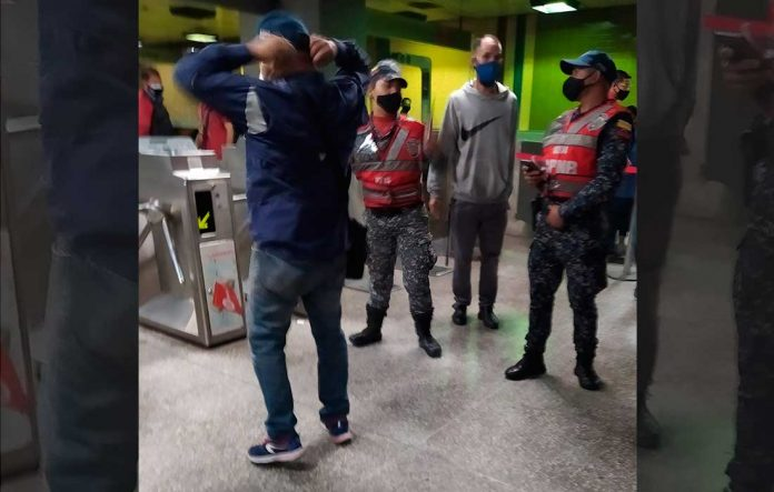 Operador del Metro de Caracas agredió a pasajero - Operador del Metro de Caracas agredió a pasajero