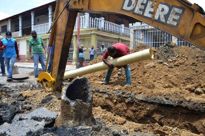 Sustitución de tubería de aguas servidas en VR de Bárbula