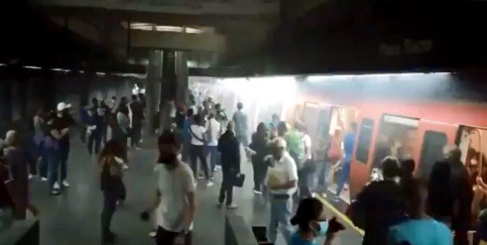 Tren del Metro de Caracas generó humo