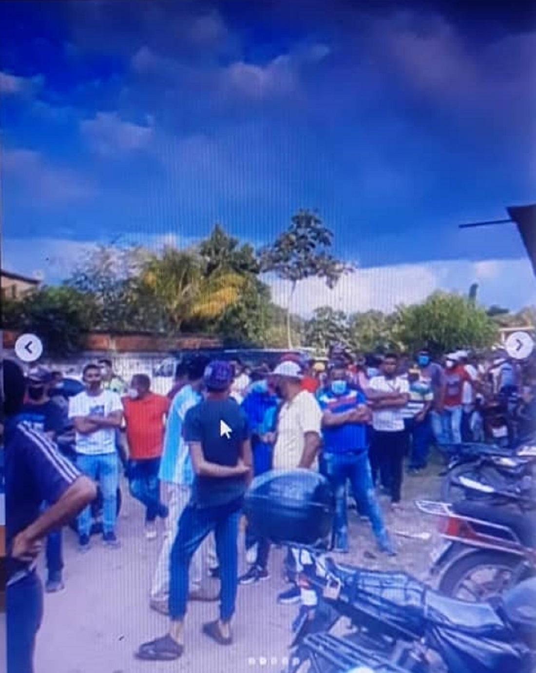 Cierran y desalojan club social en Los Chorros - Cierran y desalojan club social en Los Chorros