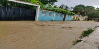 Reportan crecidas y desbordamientos de ríos