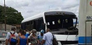 Unidad de transporte se estrelló con otro autobús en el sector Bella Florida de valencia