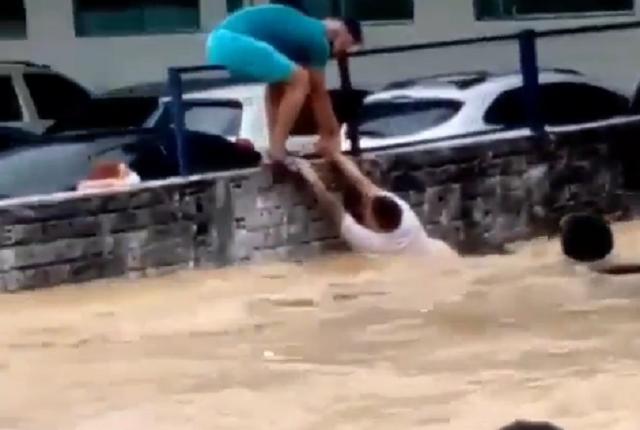 Crecida de río en Manaos - Crecida de río en Manaos