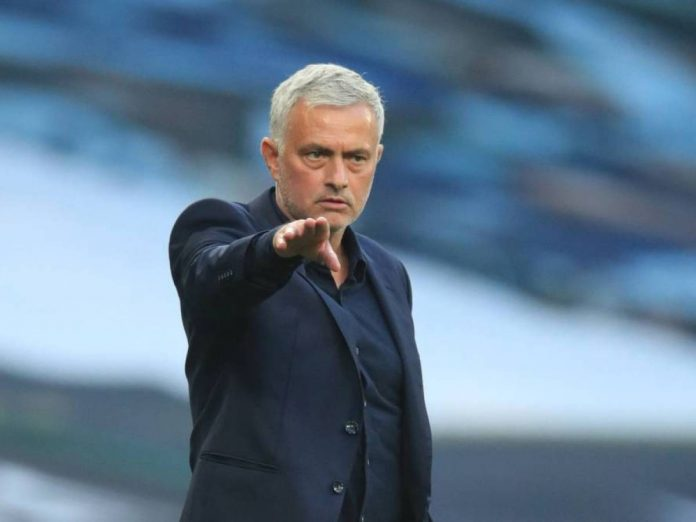 Roma designó a José Mourinho su como nuevo técnico