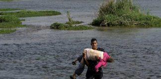 Joven ayudó a abuela cruzar Río Grande - Joven ayudó a abuela cruzar Río Grande